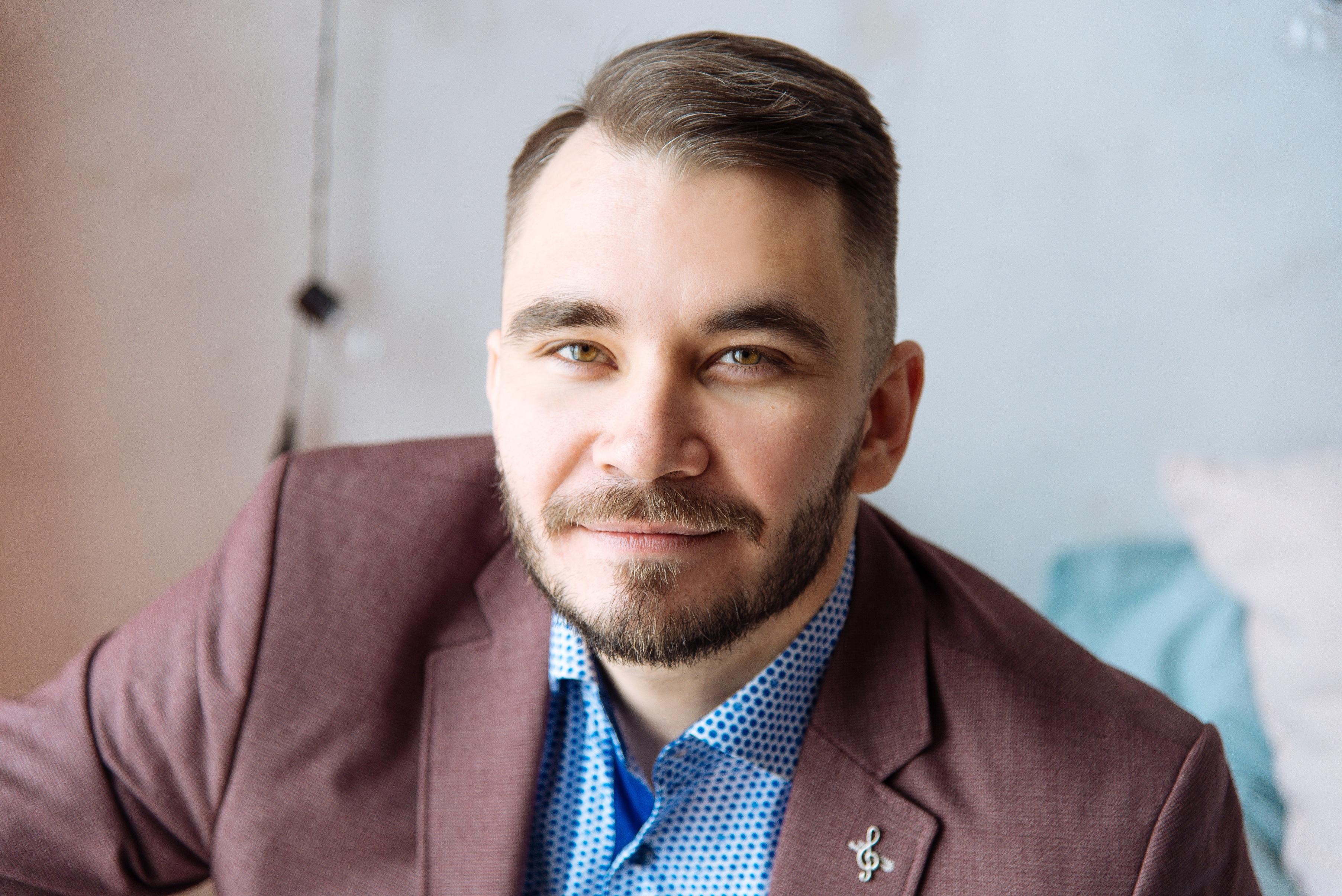 Михаил Мартынов : юрист, основатель, собственник и директор Центра